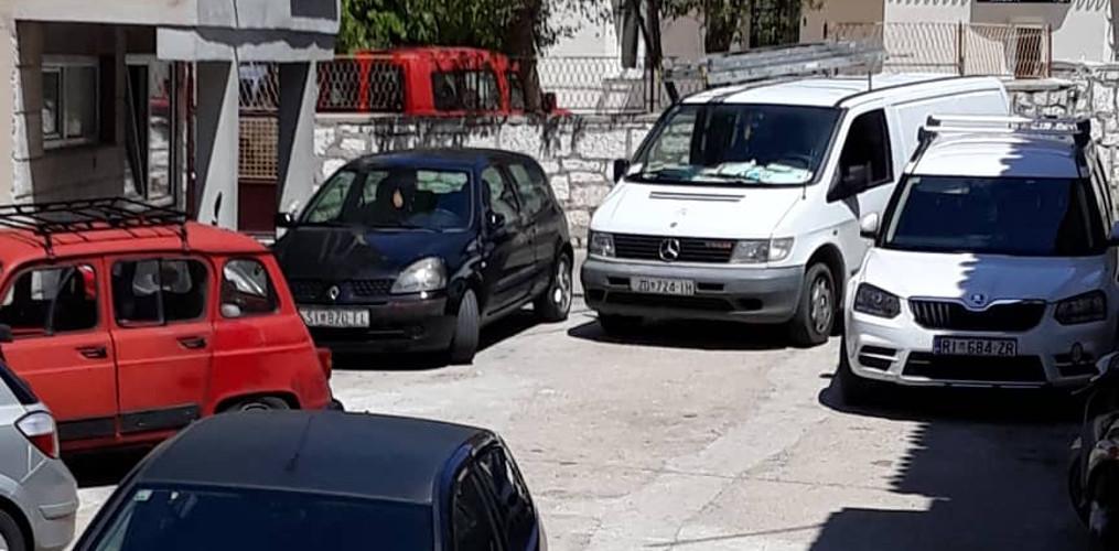 Slučaj jedne uličice gdje komunalci odbijaju pomoći građanima već 18 mjeseci