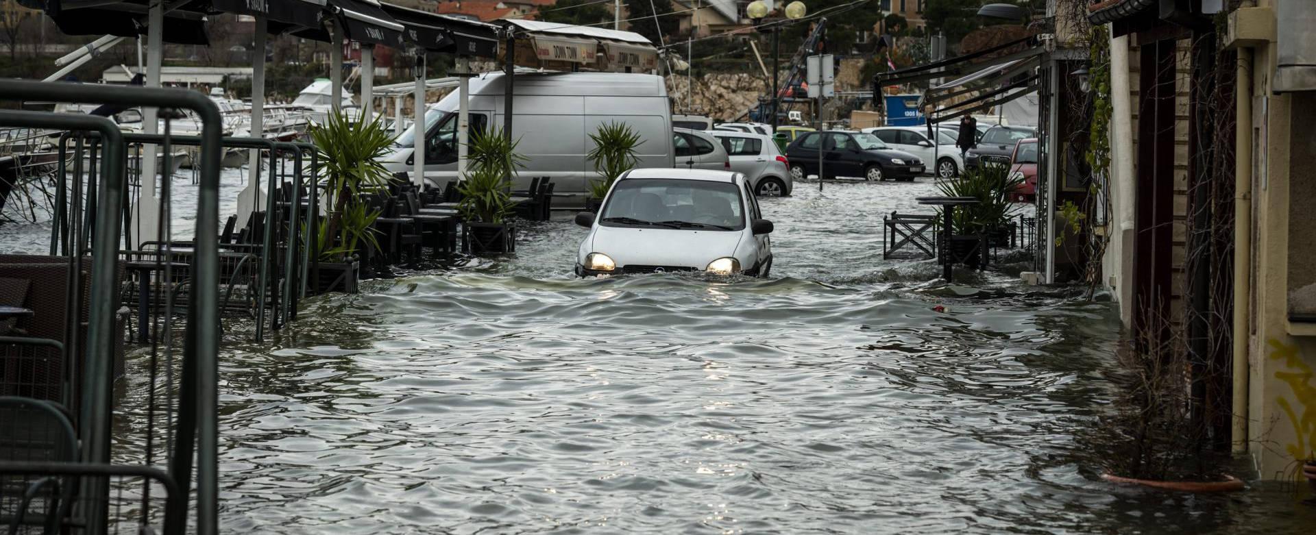 Kad će se sanirati Dolac od poplava mora?