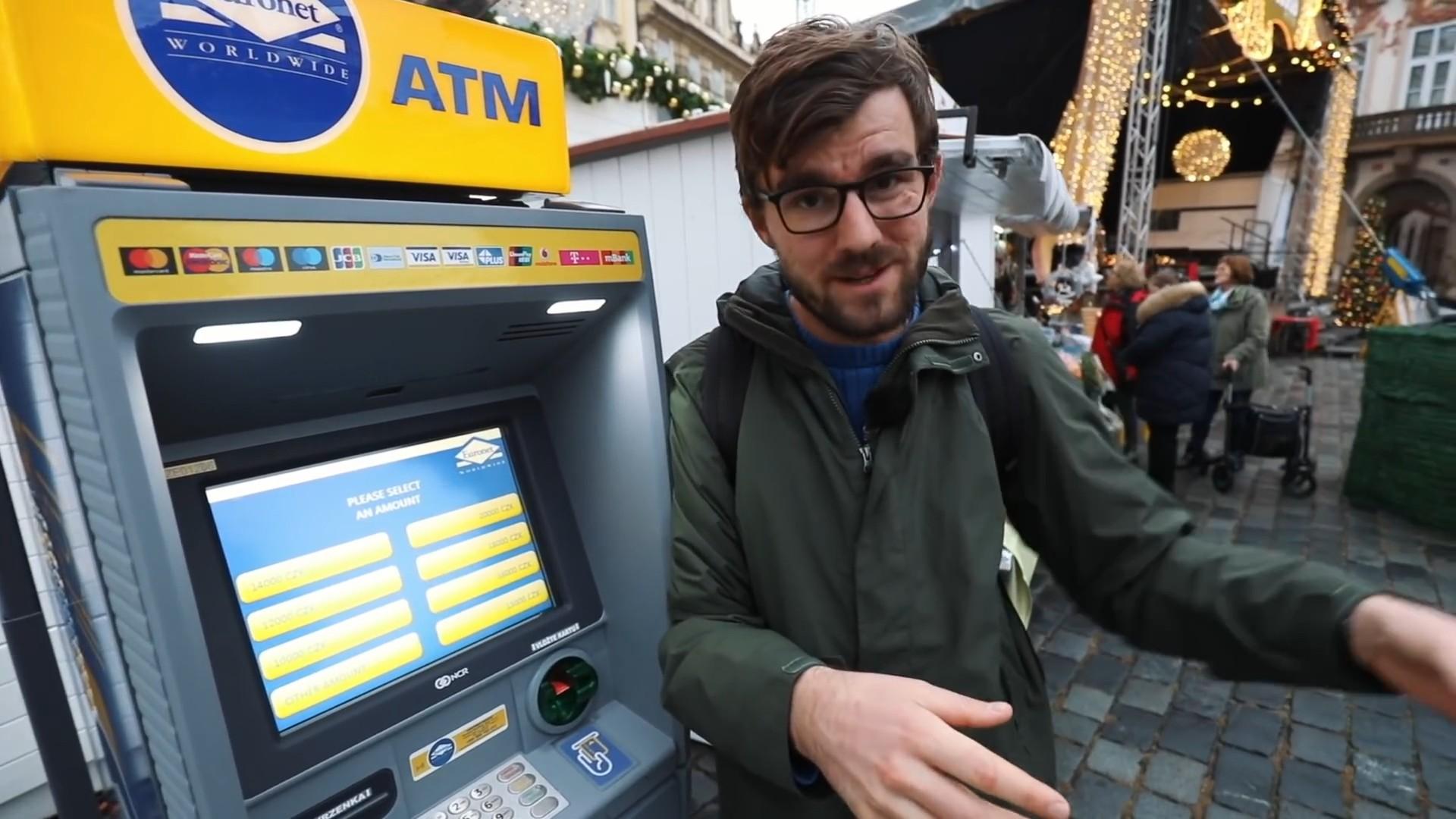 Grad je odjednom načičkan bankomatima