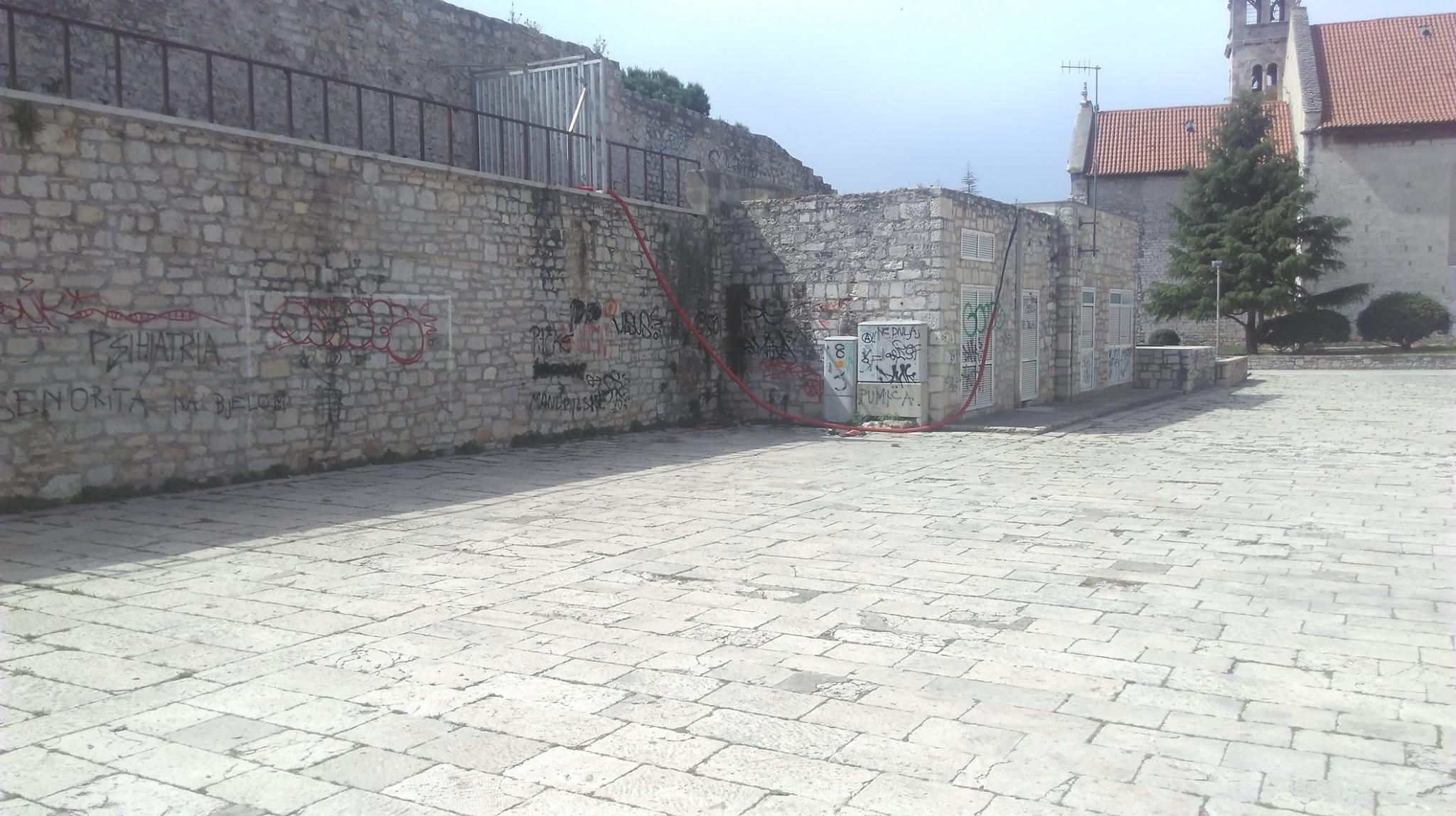 Trg I.G. Kovačić vapi za obnovom