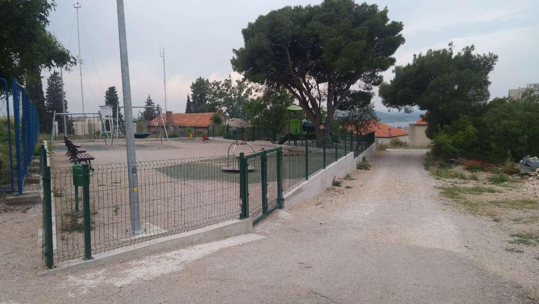 Dva mjeseca nakon oštećenja popravljena su ulazna vrata dječjeg igrališta na Mažuricama