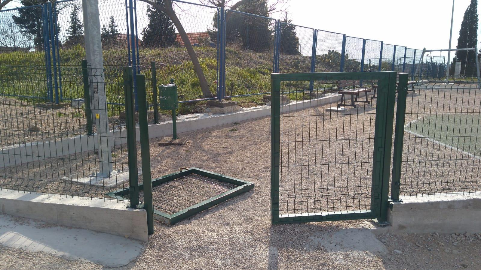 Na Mažuricama već razbijena ulazna vrata na dječjem igralištu