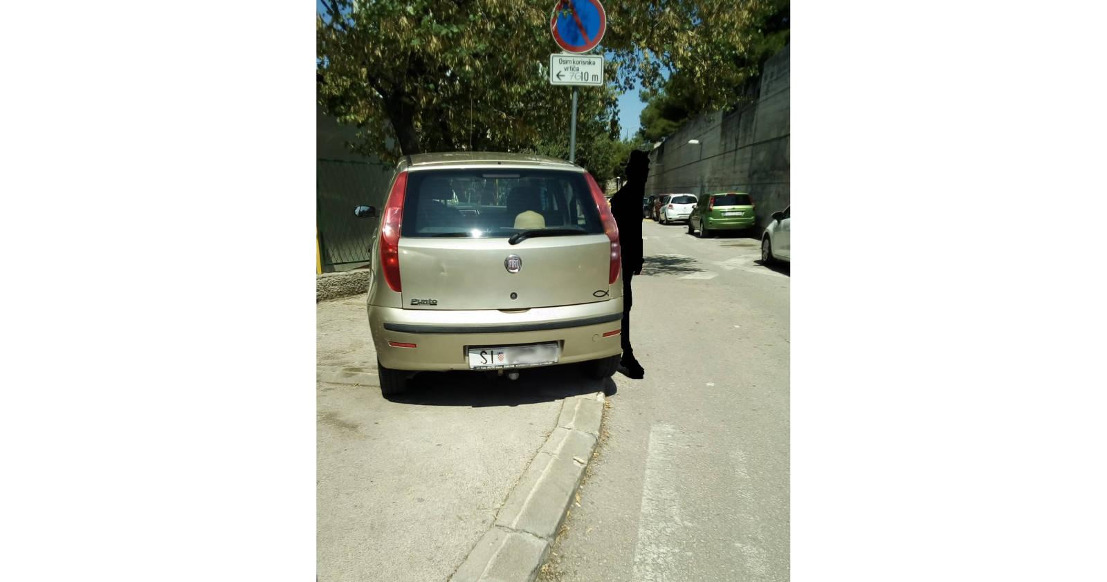 Parking na pješačkom prijelazu je jako loša ideja, pogotovo gdje ima puno djece