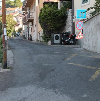 Što je s parkingom uz cestu na Staroj cesti?